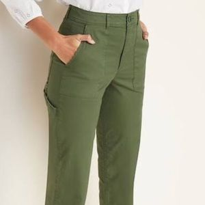 Old Navy Army Green Chino Pixie Pants Like New
